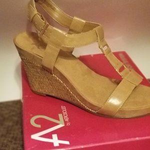 AEROSOLES Shoes - Aerosoles Nude Wedge Sandals Size 11